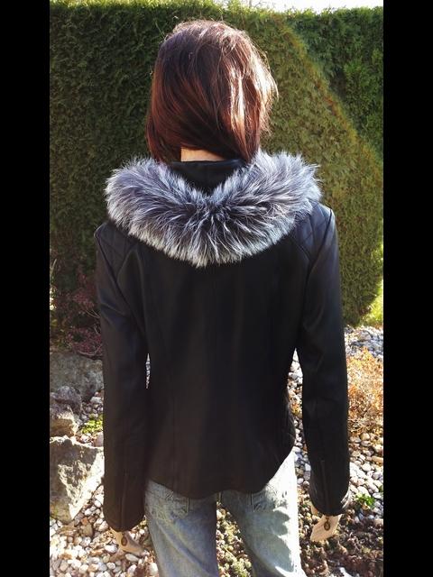 Vanesa 3 s kapucí