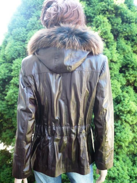 Denisa 1 s kapucí