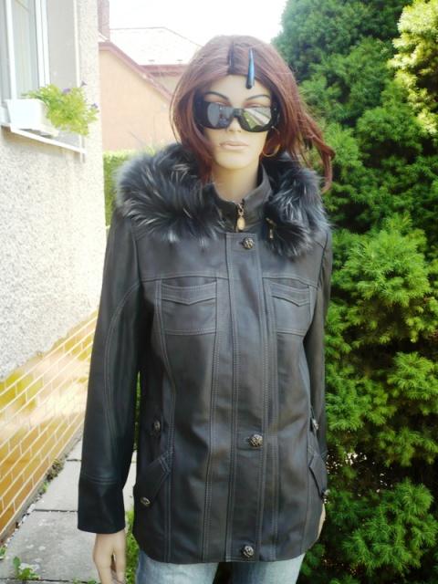 Denisa 6 s kapucí