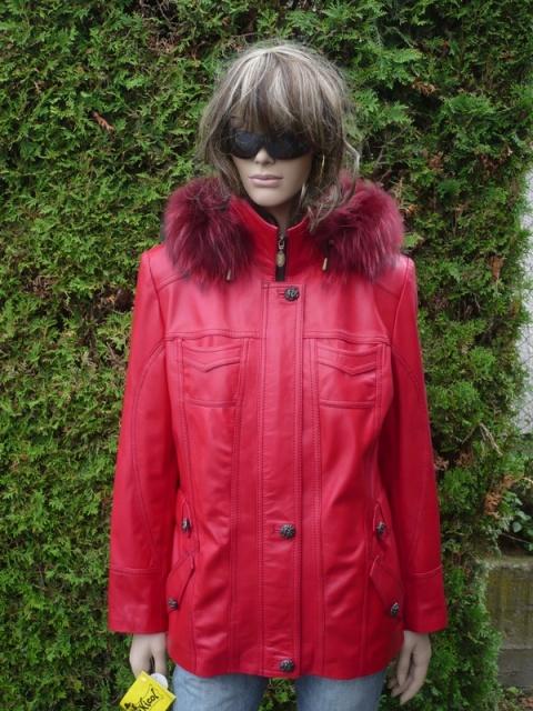 Denisa 5 s kapucí