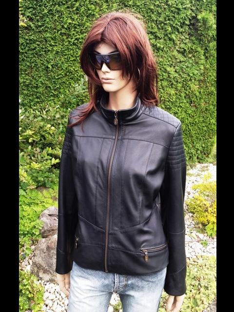 Laura 1 s kapucí