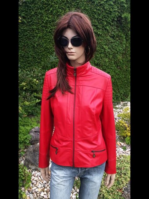 Laura 5 s kapucí