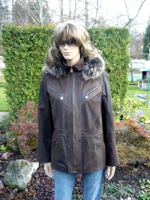 Xena s kapucí