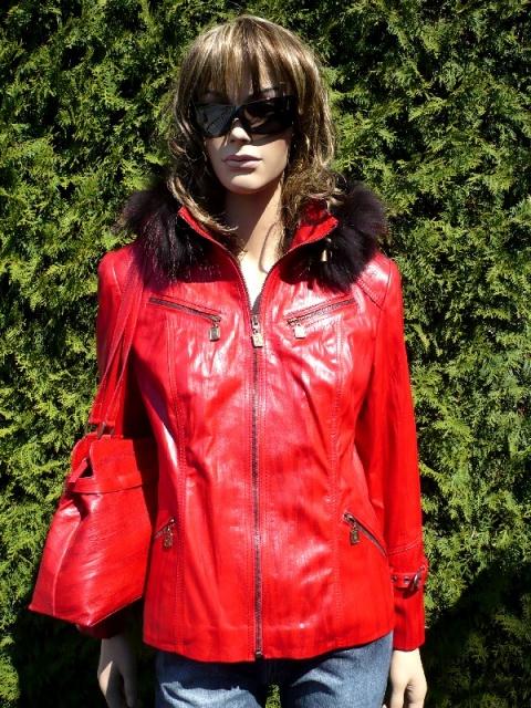 Nora 2 s kapucí