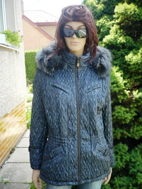Ilona 1 s kapucí