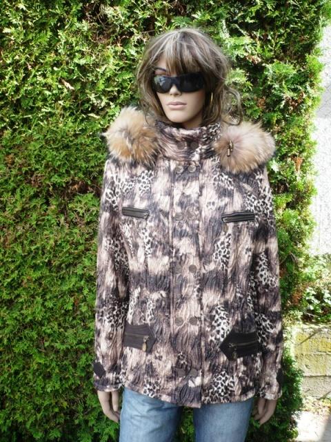 Katka 1 s kapucí