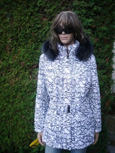 Sandra 3 s kapucí