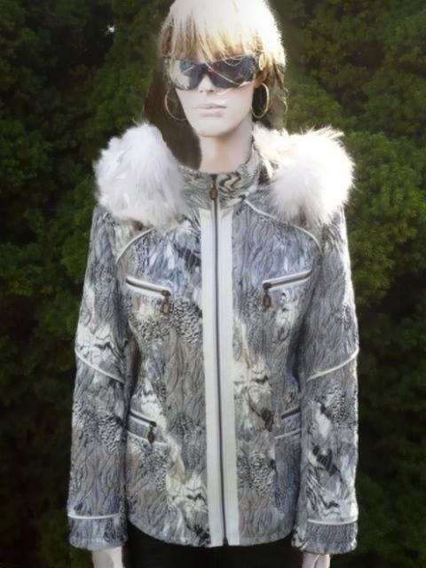 Zuzana 2 s kapucí